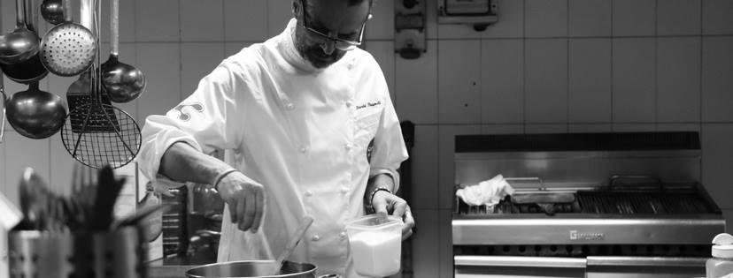 foto dello Chef Dario Pierandi in cucina